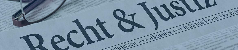 """Foto Zeitung mit Aufschrift """"Recht & Justiz"""""""